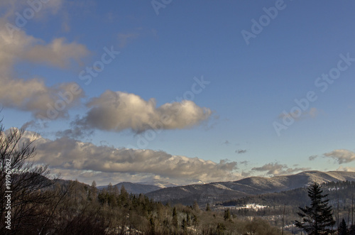 Fotobehang Weg in bos panorama górska