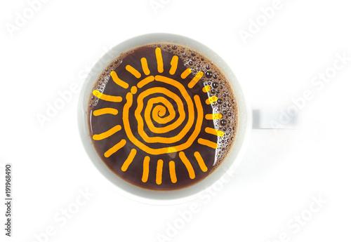 Papiers peints Café en grains чашка с кофе стоит на белом столе изолированы внутри солнце