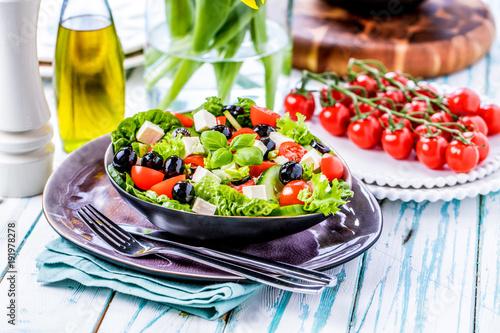 Bunter frischer salat( griechischer art ) - 191978278