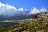 Bulutlarla Kaplı Yüce Dağ LAR