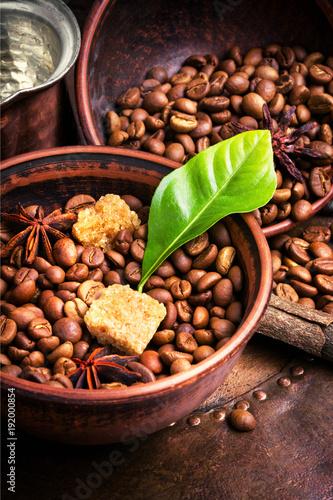 Papiers peints Café en grains coffee roasted bean and leaves