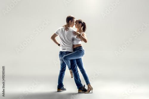couple dancing social danse - 192003601