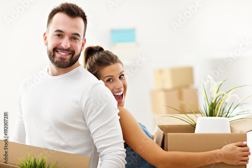 Zobacz obraz Happy adult couple moving out or in to new home