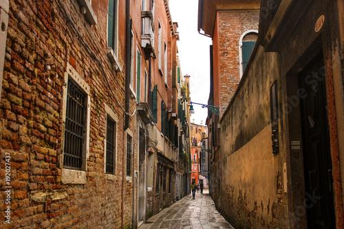 Papiers peints Ruelle etroite Venetian street in rain, Italy