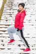Quadro Woman wearing sportswear exercising outside during winter