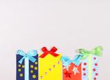 коробки для подарков наклеены на открытку - 192054682