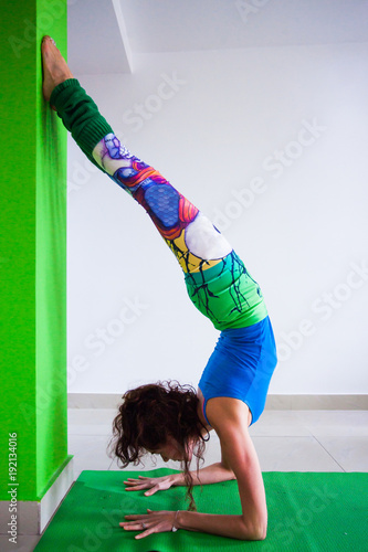 Aluminium School de yoga woman practice handstand against wall yoga class indoor