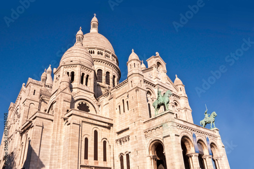sacre-coeur-basilica-on-montmartre-paris-france
