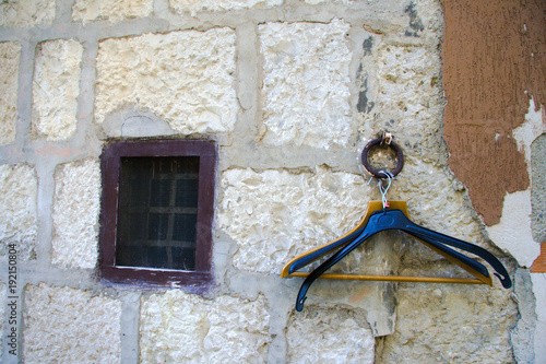 finestra in antica abitazione