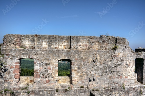 Foto op Canvas Baksteen muur Sandsteinmauer mit Fenstern