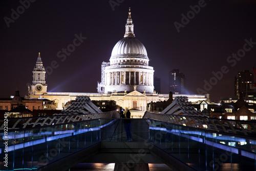 Keuken foto achterwand Londen St-Paul's cathedrale during evening