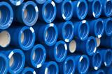Pila de tubos azules de pvc - 192267059