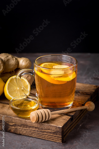 Papiers peints Cafe Cup of Hot Ginger Cranberries Tea with Lemon and Honey on Wooden Tray Dark Photo Vertical Healthy Drink