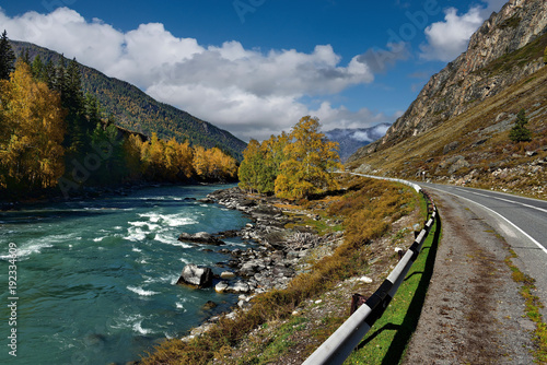 Fotobehang Bergrivier Russia. The South Of Western Siberia, Autumn in the Altai Mountains, the Chuya river.