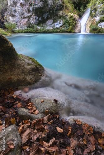 Pequeña cascada en el río Urederra. Navarra. España