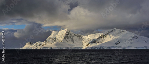 In de dag Antarctica Antarctic landscape with mountains view from sea panoramic