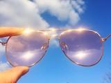 cielo occhiali da sole rosa luce ottimismo