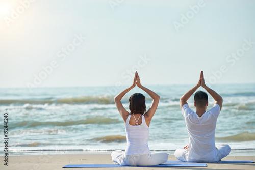 Aluminium School de yoga Practicing yoga