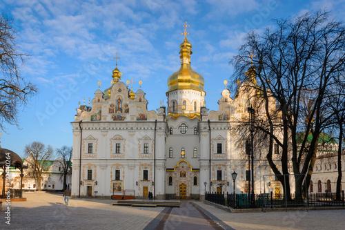 Fotobehang Kiev Dormition Cathedral in Kiev Pechersk Lavra Monastery complex in Kyiv, Ukraine