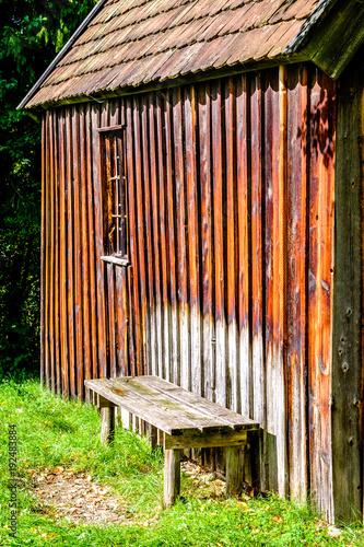 Foto op Canvas Baksteen muur old bench