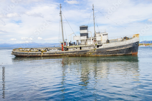 Keuken foto achterwand Schip Old boat in Beagle channel with mountains in Ushuaia