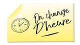 on change d'heure mémo jaune illustré fond blanc - 192497290