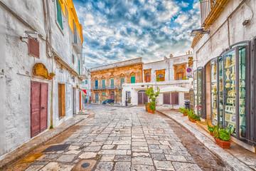 Alleyway in old white town Ostuni, Puglia, Italy © Kanturu