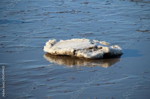 Papiers peints La Mer du Nord eingefrorene Steine im Nordsee Schlick