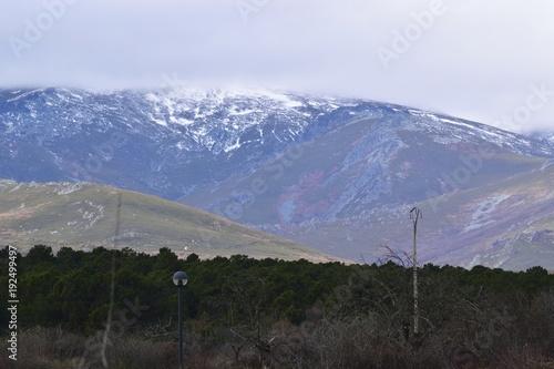 Foto op Canvas Grijze traf. montaña nevada