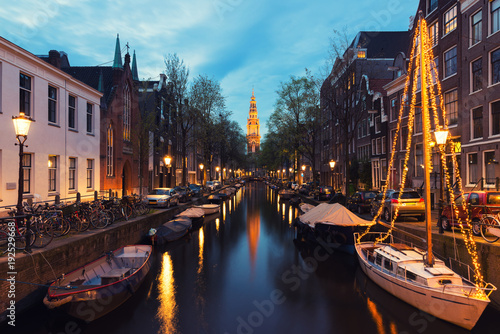 Papiers peints Amsterdam Canals of Amsterdam at night in Netherlands. Amsterdam is the capital and most populous city of the Netherlands.