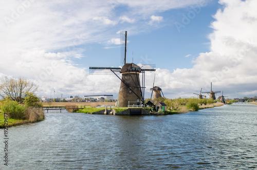 Foto op Plexiglas Rotterdam Netherlands traditional windmill landscape at Kinderdijk near Rotterdam in Netherlands.