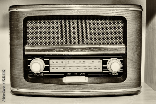 wooden-retro-radio