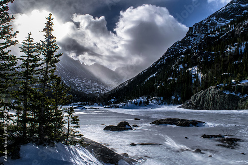 panorama-v-coloradu-rece-lese-a-horach