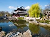 Chinesischer Garten mit Teich im Luisenpark, Mannheim, Deutschland