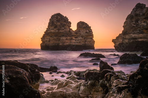 Foto Murales Sunrise at the beach of the Algarve Portugal ,Farol da Ponta da Piedade