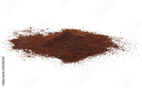 Papiers peints Café en grains Instant coffee, pile of powdered isolated on white background