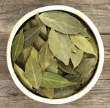 bay leaf dried in bowl on wooden table - 192585240