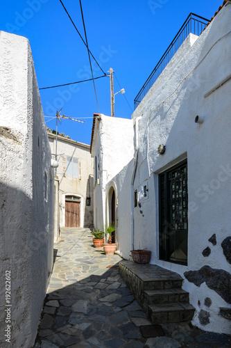 Papiers peints Ruelle etroite Mirthios, białe greckie miasteczko na Krecie