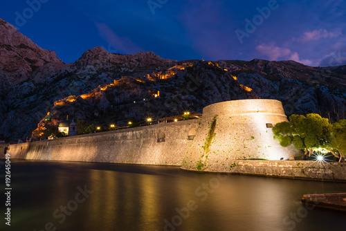 Foto Murales Kotor Northern Gate at blue hour in Kotor, Montenegro