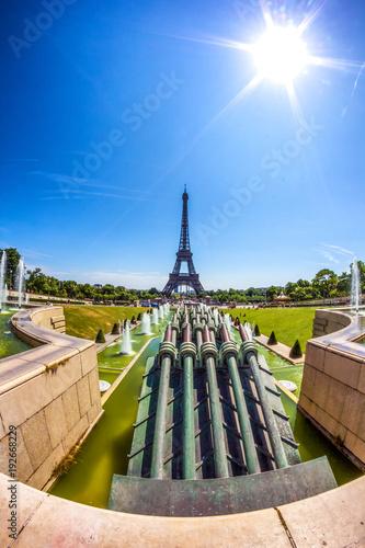 Fotobehang Eiffeltoren Eiffell tower from Trocadero