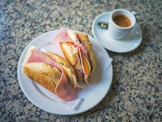 Käse-Schinken-Sandwich