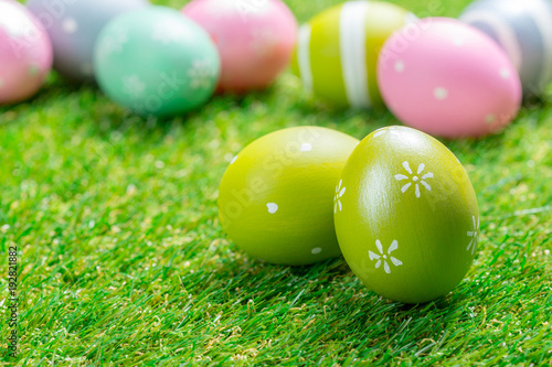 Keuken foto achterwand Gras easter eggs on the grass