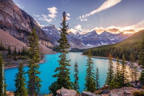 Foto op Canvas Bergen Autumn Sunset at Lake Moraine in Banff National Park