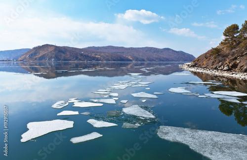 Foto op Aluminium Blauw Spring ice drift on Baikal Lake. White ice floats downstream to the source of the Angara River