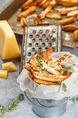 Toast bread crumbs with cheese and thyme