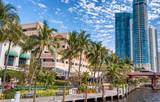 FORT LAUDERDALE, FL - FEBRUARY 29, 2016: Beautiful homes along city canals. Fort Lauderdale is a famous tourist attraction in Florida - 192943840