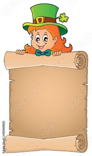 Aluminium Voor kinderen Leprechaun girl holding parchment 2