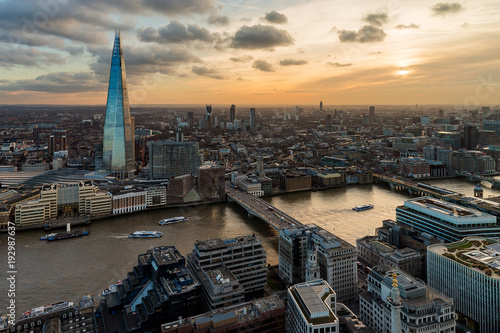 Papiers peints Londres Aerial view of London and the Shard skyscraper at sunset