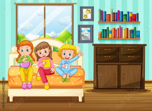 Papiers peints Jeunes enfants Three kids eating snack on bed