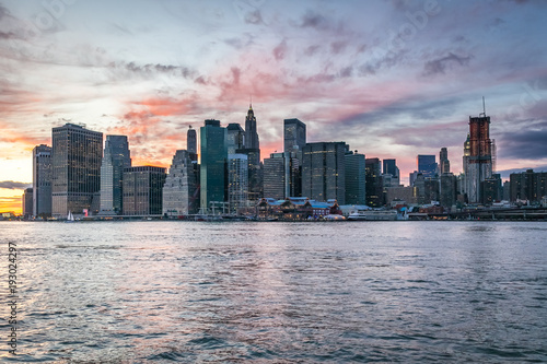 Foto Murales Skyline of Manhattan after sunset, View from Brooklyn side, New York, USA